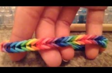 How to make a fishtail rainbow loom bracelet