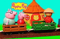 PEPPA PIG Safari with Daniel Tiger, Zoe Zebra, & Daddy Pig Train Ride DisneyCarToys