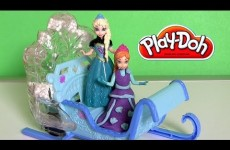 Disney Frozen Swirling Snow Sleigh with Princess Anna and Queen Elsa Magiclip ❤ Magic Clip Dolls