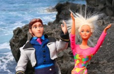 Frozen Dolls Elsa, Anna and Kids Join Barbie and Hans in HAWAII DisneyCarToys Plane Ride and Beach