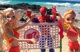 Frozen Elsa, Spiderman And Anna Play Volleyball and Snorkel in Hawaii DisneyCarToys Barbie Playset