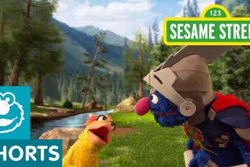 Sesame Street: Super Grover Helps a Duck to a Party