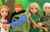 Kristoff Saves Anna & Jack Frost Saves Elsa from Frozen Hans Kidnapping. DisneyToysFan