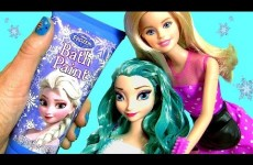Princess Makeover Elsa NEW Color Makeover at Hair Salon by Barbie Hair Stylist Color Changing Paint